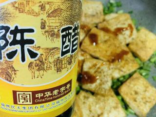韭菜炒豆腐,加少许陈醋;