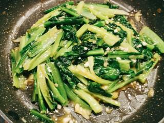 蚝油油麦菜,快速翻炒 汤汁浓稠