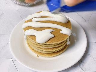 香蕉松饼🥞,搭配上酸奶味道更好呢