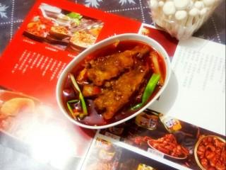 红烧小黄鱼,美味的红烧小黄鱼端上餐桌。