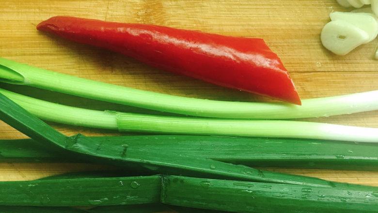 春笋炒腊肉,<a style='color:red;display:inline-block;' href='/shicai/ 3349'>蒜苗</a>洗干净