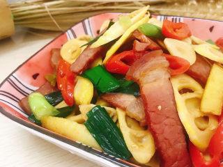 春笋炒腊肉,装盘