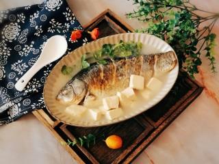 奶白鯽魚豆腐湯