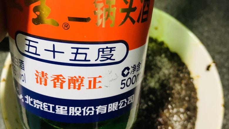 四川烧白,倒2勺<a style='color:red;display:inline-block;' href='/shicai/ 900'>白酒</a>;