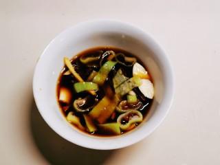 红烧小黄鱼,搅拌均匀  碗汁备用