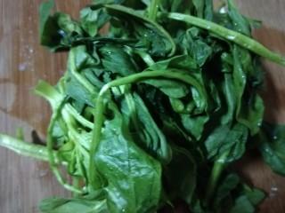 菠菜豆腐汤,切成小段。