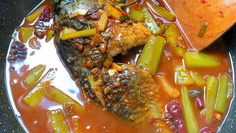 酱焖鲫鱼,这个菜酱香浓郁,特别下饭