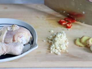 盐焗手撕鸡,小米椒切断