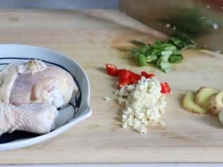 盐焗手撕鸡,香菜切碎