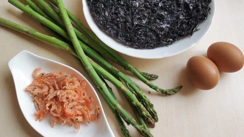 芦笋紫菜汤,准备所需要的食材。