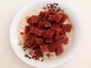 生滚牛肉粥,调匀后腌制入味15分钟