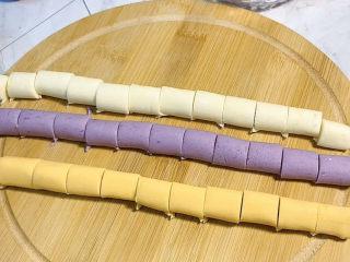 芋圆水果捞,然后切成均匀大小的小剂子。
