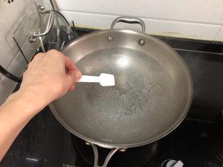 茼蒿炒雞蛋?最是一年春好處,坐鍋燒水,水開放少許食鹽