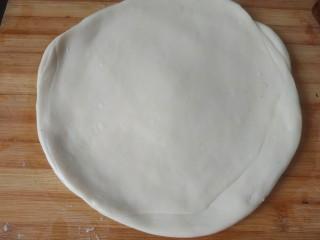 烙三鲜春饼,擀平