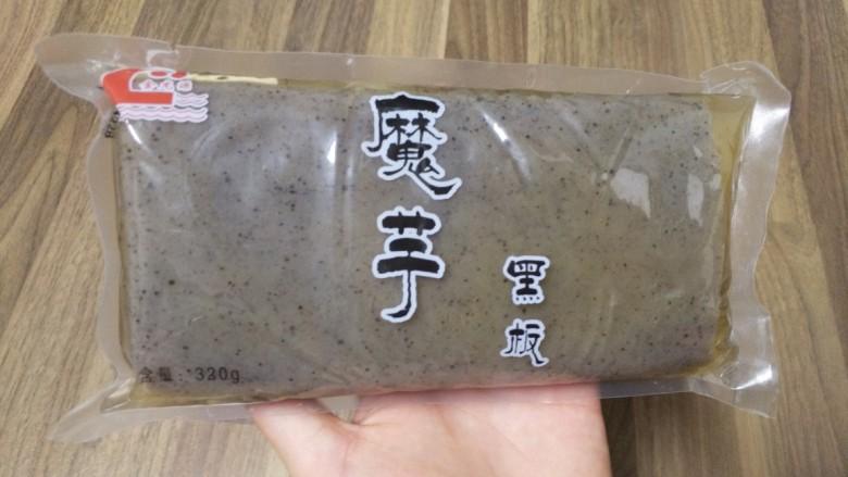 酸辣魔芋豆腐,<a style='color:red;display:inline-block;' href='/shicai/ 5934'>魔芋豆腐</a>是在超市卖的,处理过了,直接清洗干净就可以吃了