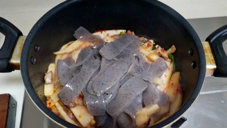酸辣魔芋豆腐,加入魔芋豆腐