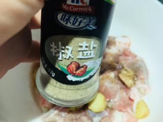 糖醋菠萝排骨,加椒盐;