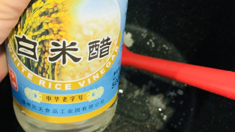 糖醋菠萝排骨,加3勺<a style='color:red;display:inline-block;' href='/shicai/ 715'>白醋</a>;