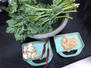 蒜泥茼蒿?蒜蓉蝦皮炒茼蒿,茼蒿約300g,蒜半頭,干辣椒兩個,蝦皮一小把