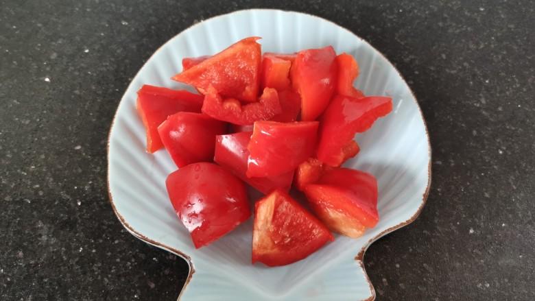 糖醋菠萝排骨,红椒切小块