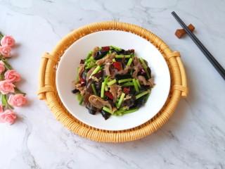 蒜苔炒牛肉卷