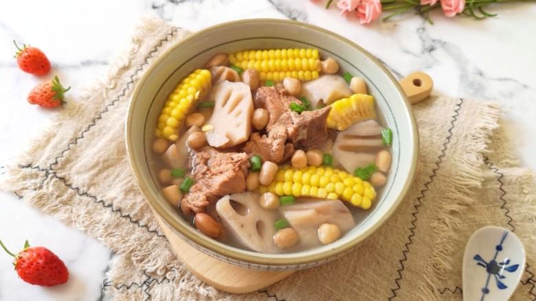 花生莲藕排骨汤,很鲜很好喝的排骨汤。