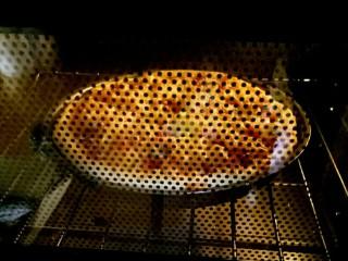 芒果披萨,烤箱预热,160°烘烤16分钟(每个烤箱温度不一样,根据自己烤箱调整温度)