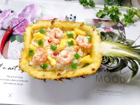 菠萝虾仁炒饭