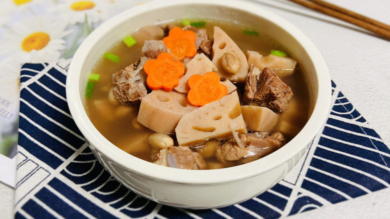 花生莲藕排骨汤,花生莲藕排骨汤,鲜美可口