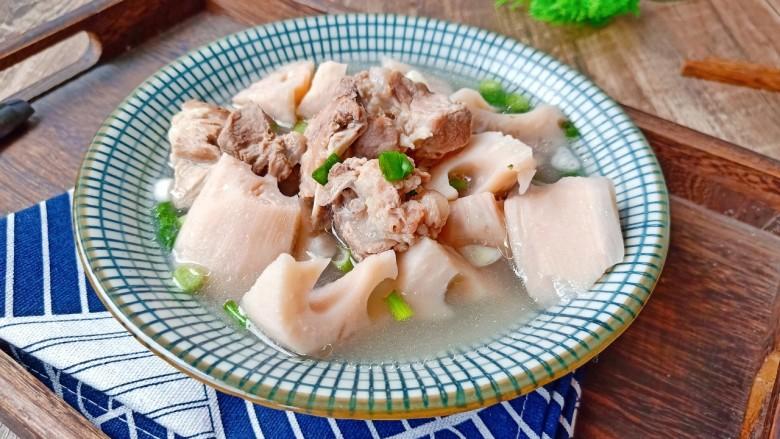 花生莲藕排骨汤,汤汁拌饭是一绝。