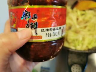 快手菜~干鍋菜花,加入一大勺郫縣豆瓣醬