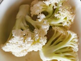快手菜~干鍋菜花,菜花掰成小塊,外表臟的位置切掉