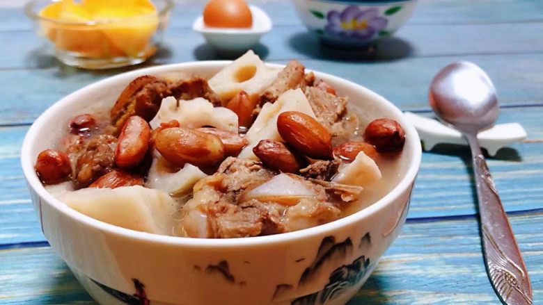 花生莲藕排骨汤,花生莲藕排骨汤的营养价值非常丰富经常食用对身体有益处