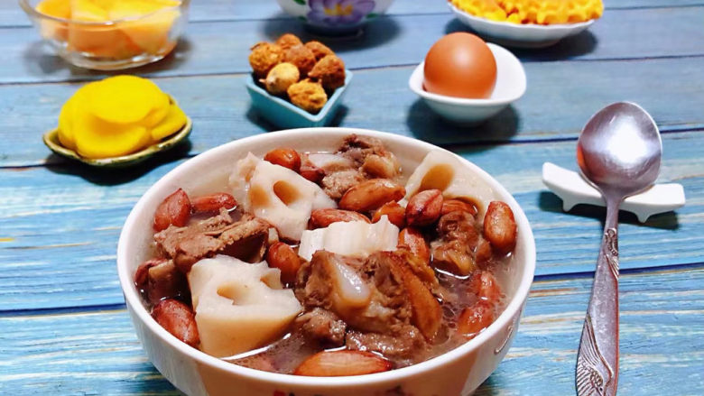 花生莲藕排骨汤,没有是么问题是一顿营养丰盛的早餐所解决不了的事情