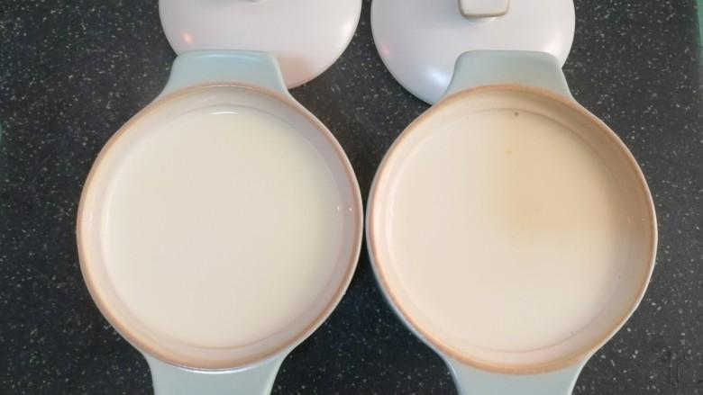 姜撞奶,再将加热好的牛奶倒入盛有姜汁的碗中