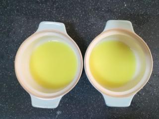 姜撞奶,我用了两个小碗,分别一个碗装了10克姜汁