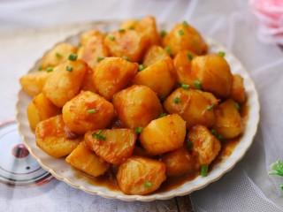 紅燒土豆,記得多煮幾碗米飯哦!