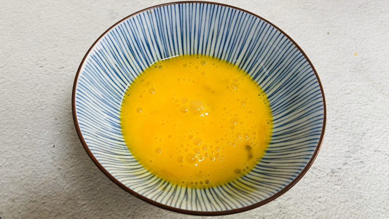 芦笋紫菜汤,<a style='color:red;display:inline-block;' href='/shicai/ 9'>鸡蛋</a>打入碗中搅散