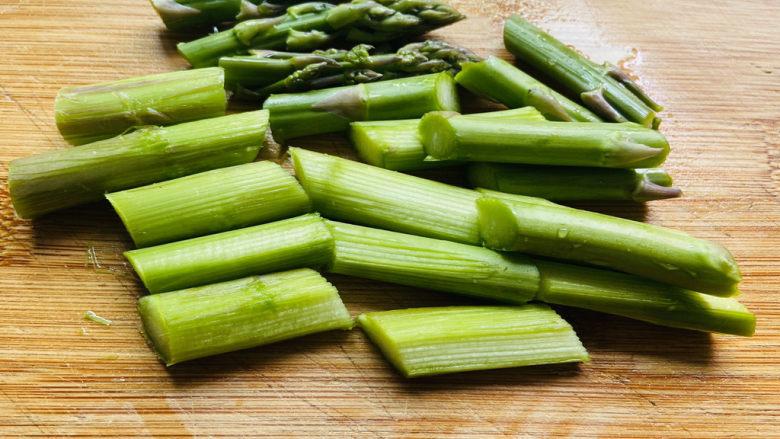 芦笋紫菜汤,切小段