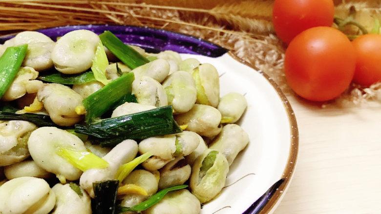 蒜苗炒蚕豆,装盘
