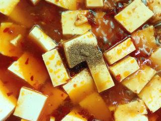麻辣豆腐,加入适量清水、花椒粉