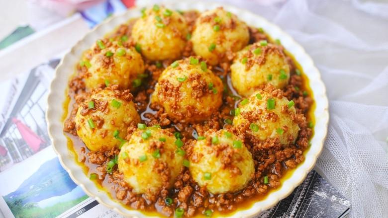 好吃到舔盘的肉末土豆球,成品。