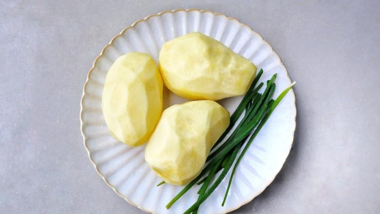 好吃到舔盘的肉末土豆球,准备好所有食材。