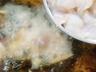 泡菜龙利鱼,放入腌制好的龙利鱼。