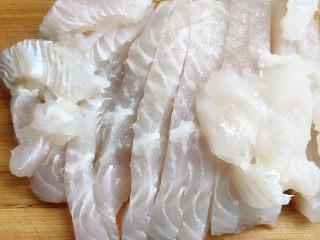 泡菜龙利鱼,龙利鱼切成厚片