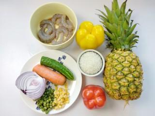 菠萝虾仁炒饭,食材如图