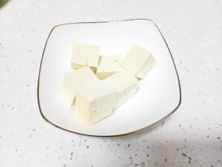 猪肉豆腐黄豆芽焖粉条,豆腐切块