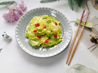 爆炒卷心菜,拍上成品图,一道快手又美味的爆炒卷心菜就完成了。