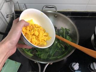 菠菜木耳炒鸡蛋➕绿槐阴里黄莺语,加入炒蛋,翻炒均匀
