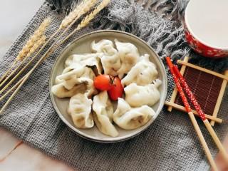 韭菜豬肉餡水餃,裝盤即可食用